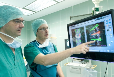 Neurochirurgie OP Roboter Renaissance